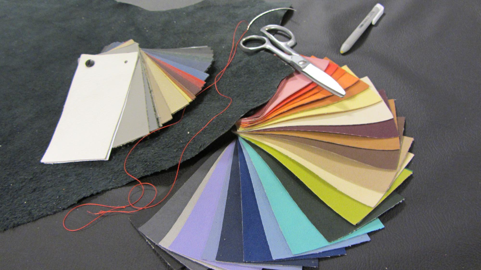 Buddyseats en motorzadels hebben we in alle beschikbare stoffen en kleuren.