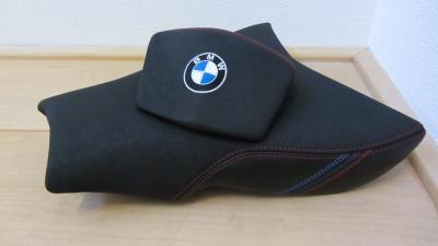 buddyseat BMW R1200S nieuwe anti slip kunstleer met logo en BMW Motorsport kleuren