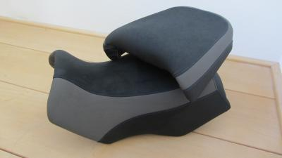 comfort buddyseat BMW R1150GS verhoogd en bekleed met anti slip skai